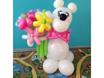 Медведица Маша с цветочками